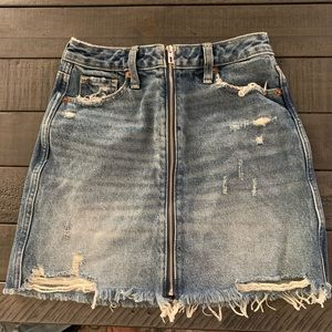 Abercrombie women's zipper denim mini. 24/00